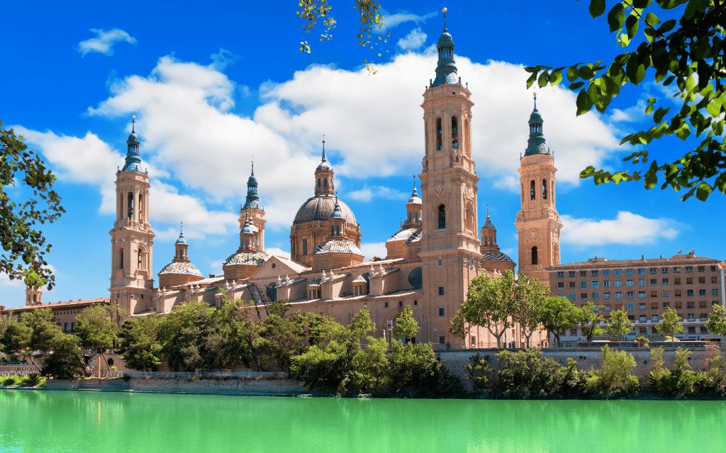 Catedral de Zaragoza y río Ebro