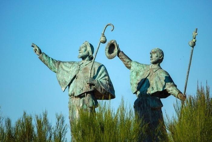 Estatuas de peregrinos en el Monte do Gozo Santiago de Compostela
