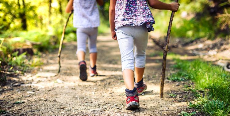 Niños recorriendo el Camino de Santiago