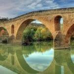 Puente de la Reina • Cruza el río con un lugar histórico en el Camino