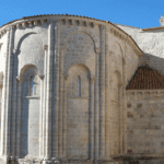 Qué ver y que hacer en San Juan de Ortega • Contempla el Milagro de la Luz