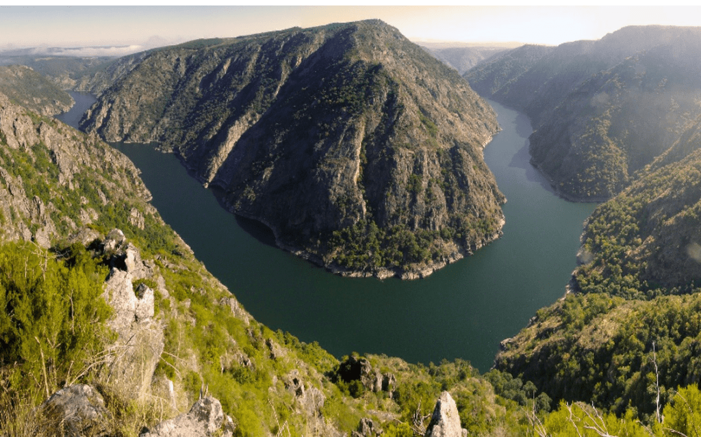 Mirador Pena do Castelo • Walk the paths of Ribeira Sacra and enjoy the best views of the Sil.