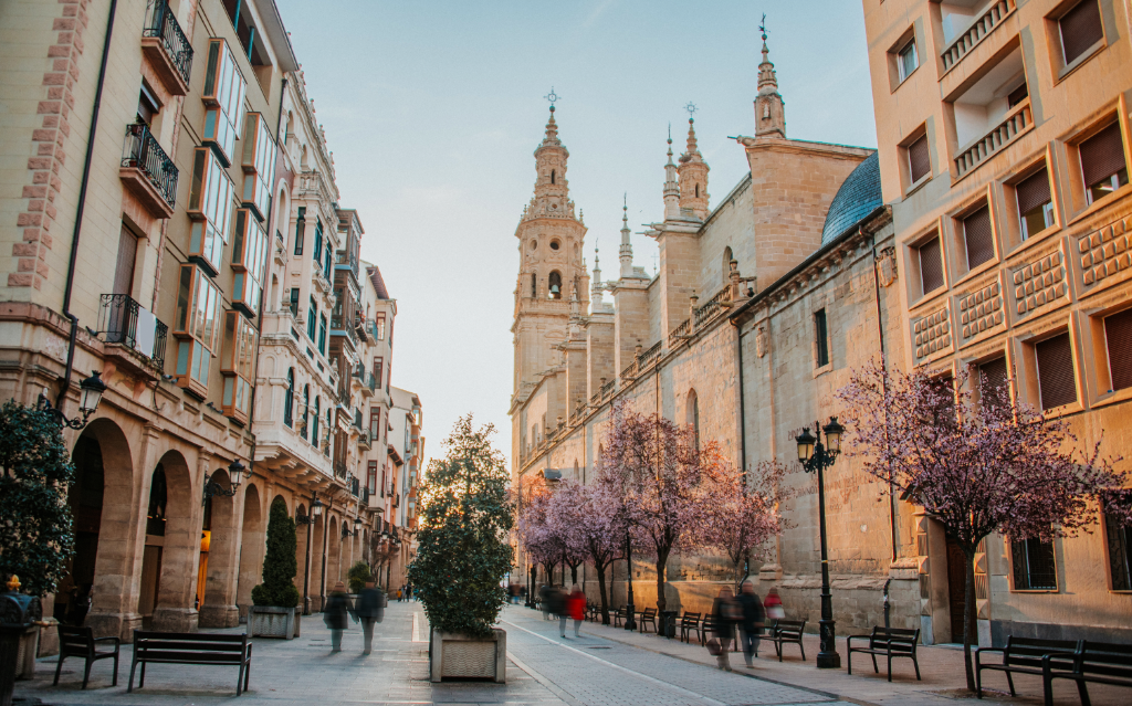 Explore the capital of La Rioja through the best routes in Logroño