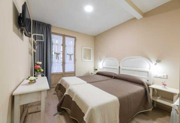 hoteles-pensiones-camino-norte-villalba-santiago-4
