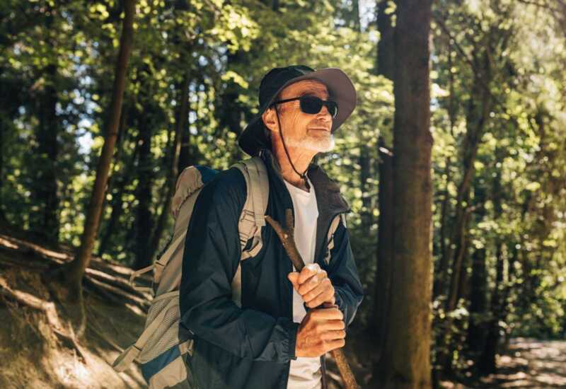 Lleva gorro al Camino de Santiago para personas mayores